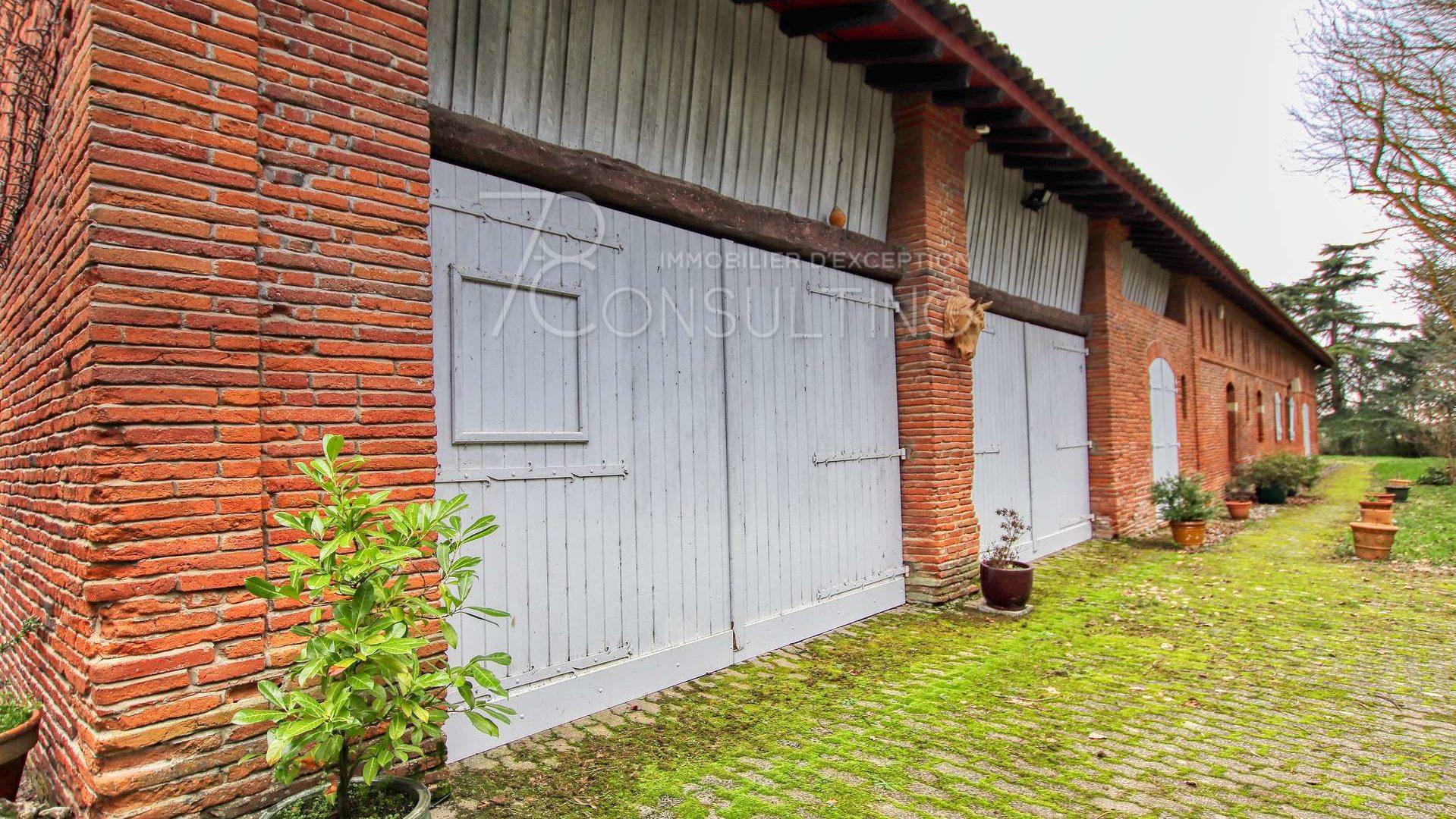 facade briquettes